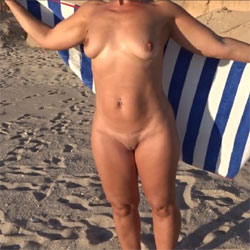 Windy Beach - Nude Amateurs, Beach, Big Tits, Shaved, Outdoors