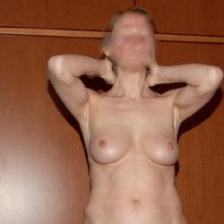Ik Weet Niet - Nude Amateurs, Bush Or Hairy