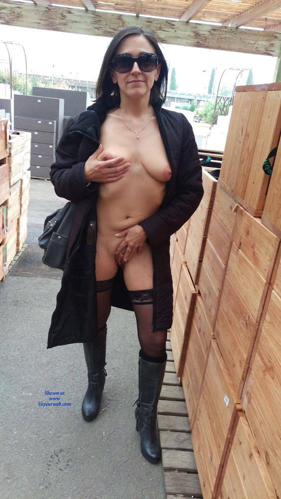 Pic #3 Un Samedi A MTP (Exhib) 2 Partie - Big Tits, Brunette, Public Exhibitionist, Flashing, Public Place, Amateur