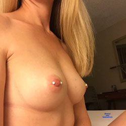 Teasing From The Hotel - Nude Wives, Big Tits, Bush Or Hairy, Body Piercings, Amateur