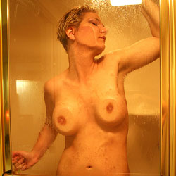 Shower Door Press - Nude Girls, Big Tits, Shaved