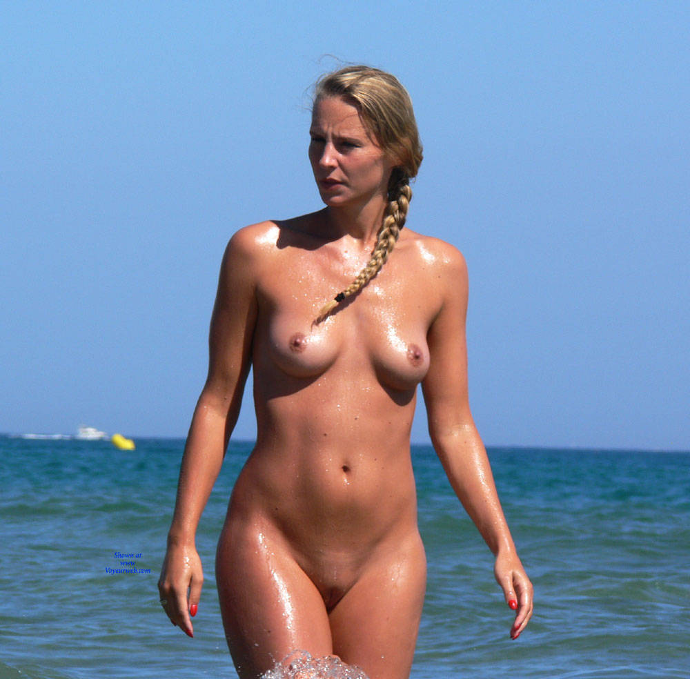 girl naked sunbathing full spread
