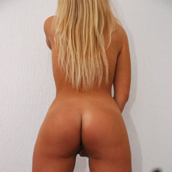 Snooping - Nude Amateurs, Blonde, Firm Ass