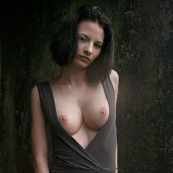 The Concrete Wall - Nude Girls, Big Tits, Brunette, Shaved, Outdoors