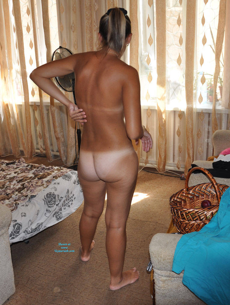 Celebrity Wife Naked At Home Images