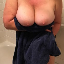 Very large tits of my wife - Kuffie