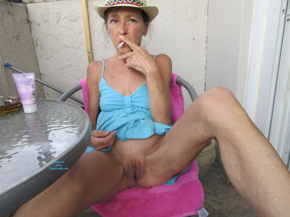 Pic #1 Petit Chapeau - Mature, Outdoors, Small Tits, Shaved, Amateur