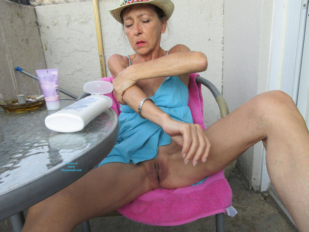 Pic #2 Petit Chapeau - Mature, Outdoors, Small Tits, Shaved, Amateur