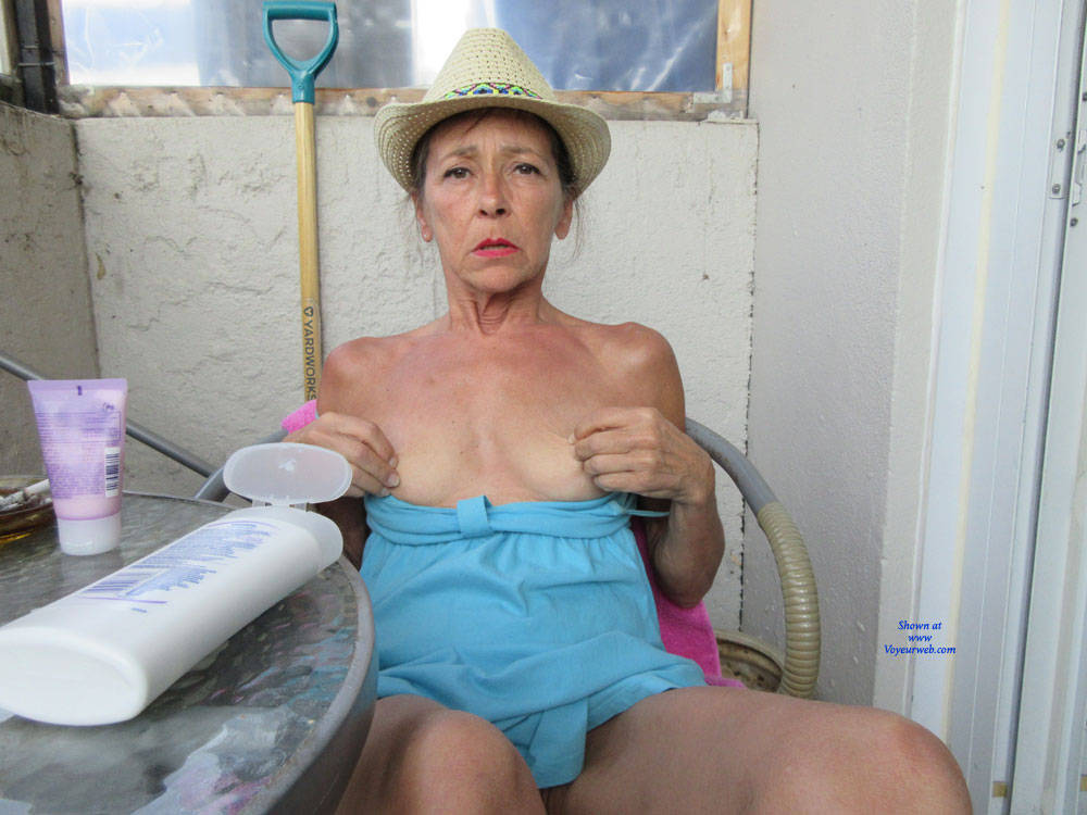 Pic #3 Petit Chapeau - Mature, Outdoors, Small Tits, Shaved, Amateur