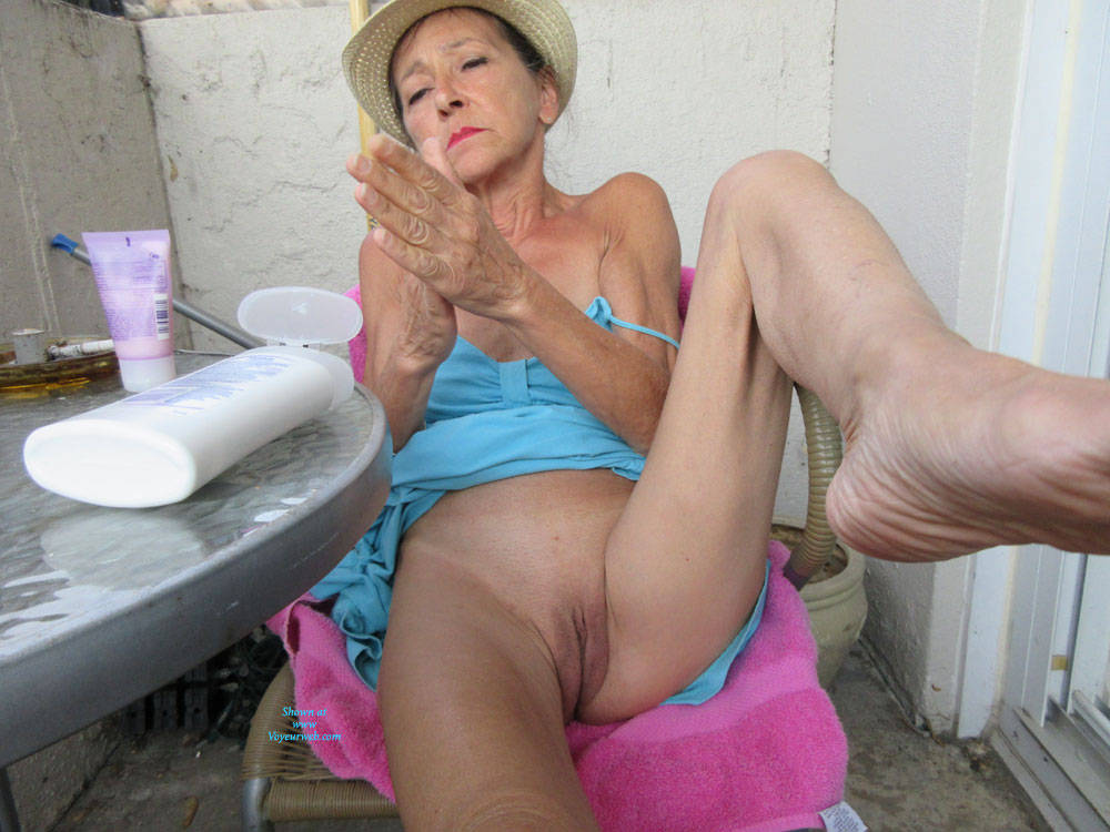 Pic #4 Petit Chapeau - Mature, Outdoors, Small Tits, Shaved, Amateur