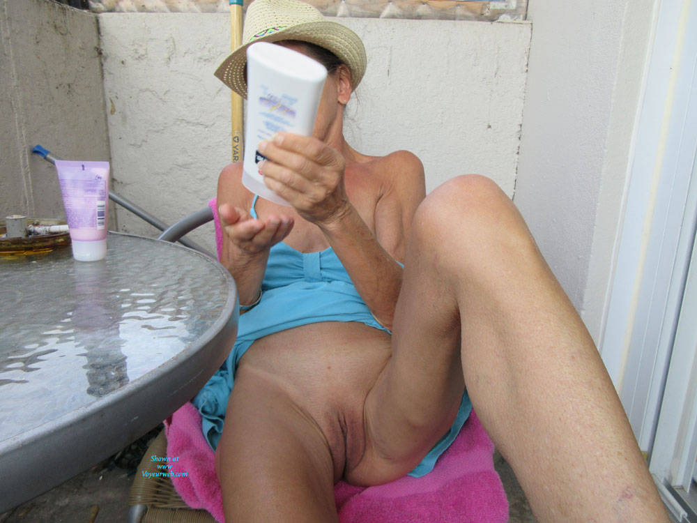 Pic #5 Petit Chapeau - Mature, Outdoors, Small Tits, Shaved, Amateur