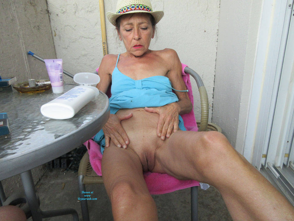 Pic #6 Petit Chapeau - Mature, Outdoors, Small Tits, Shaved, Amateur