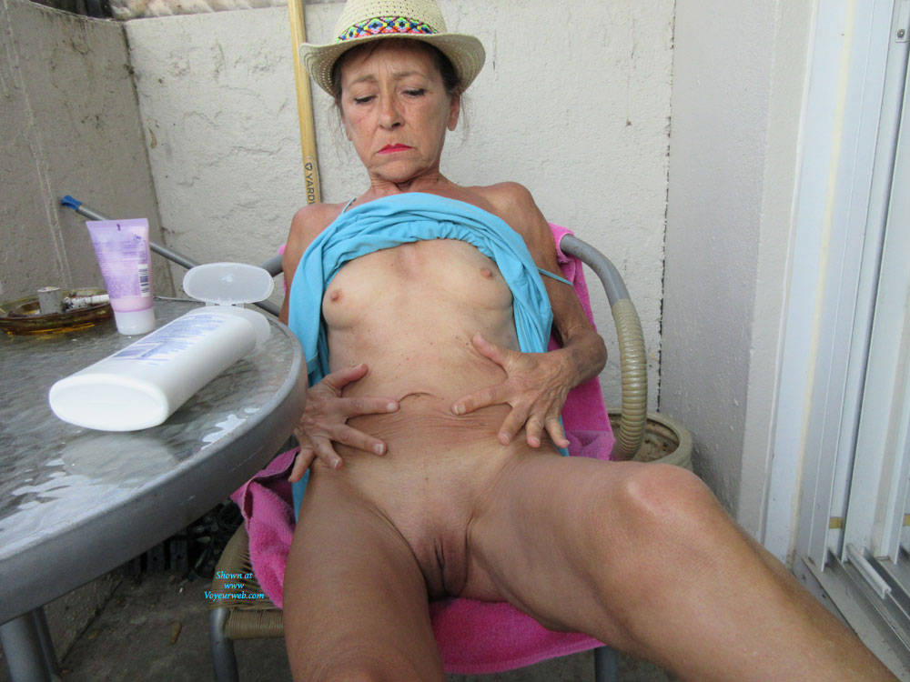 Pic #7 Petit Chapeau - Mature, Outdoors, Small Tits, Shaved, Amateur