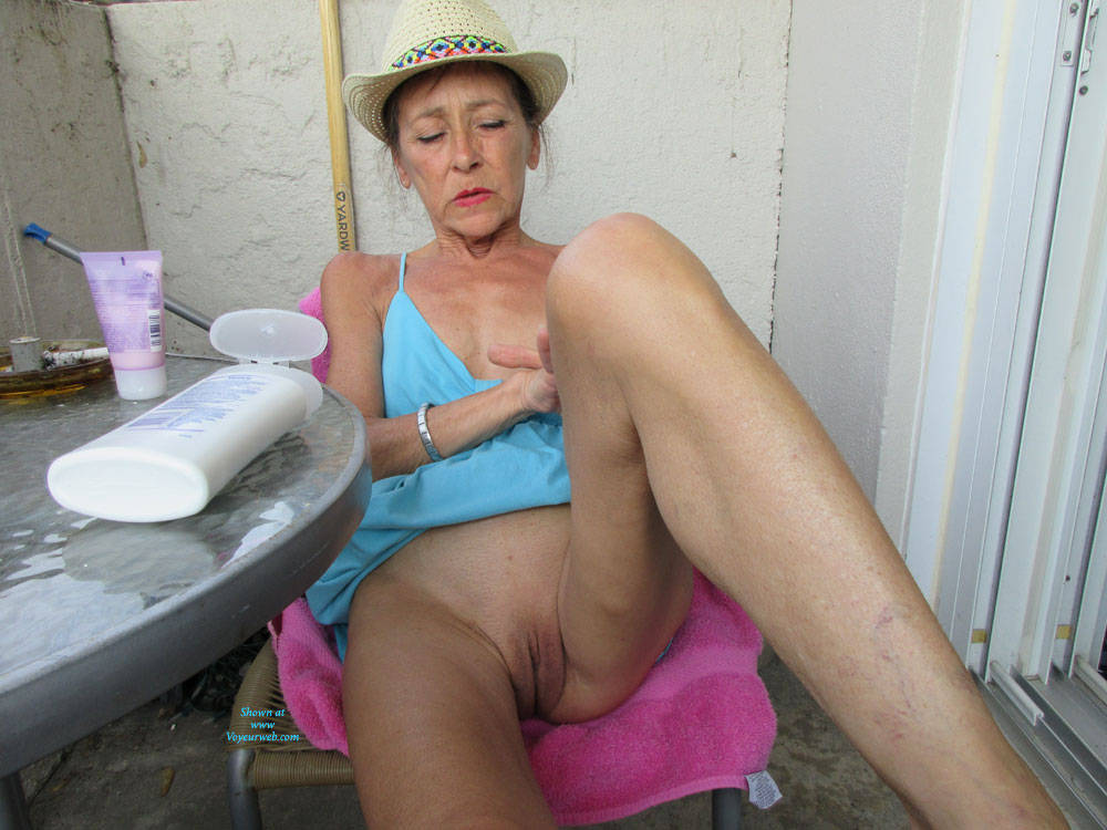 Pic #8 Petit Chapeau - Mature, Outdoors, Small Tits, Shaved, Amateur