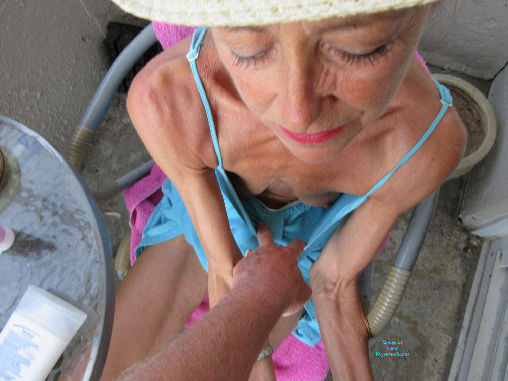 Pic #10 Petit Chapeau - Mature, Outdoors, Small Tits, Shaved, Amateur