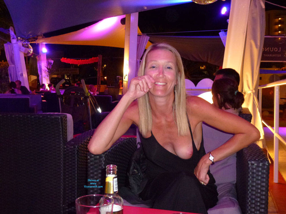 Pic #1 Tit Flash - Topless Wives, Blonde, Public Exhibitionist, Flashing, Public Place, Amateur