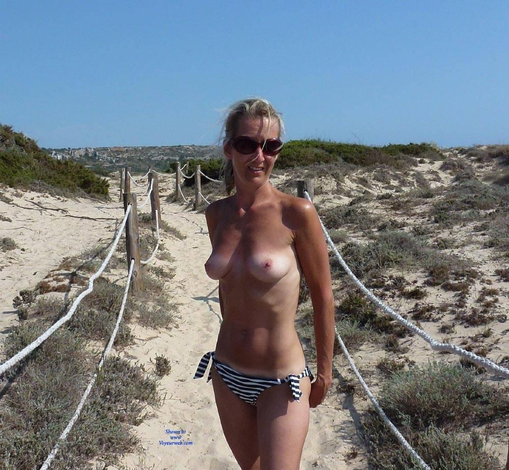 Pic #2 Tit Flash - Topless Wives, Blonde, Public Exhibitionist, Flashing, Public Place, Amateur