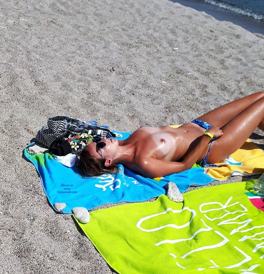 Topless On The Beach - Bikini, Brunette Hair, Exposed In Public, Nipples, Nude Beach, Nude In Nature, Nude In Public, Nude Outdoors, Showing Tits, Small Breasts, Small Tits, Sunglasses, Topless Beach, Topless Girl, Topless Outdoors, Topless, Beach Voyeur, Sexy Body, Sexy Girl, Sexy Legs , Outdoors, Beach, Topless, Bikini, Sunglasses, Sexy Legs, Small Tits