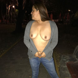 En La Calle - Big Tits, Outdoors, Amateur