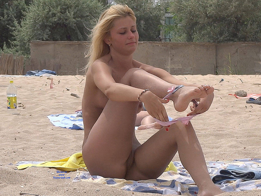 Pic #1 Nice Shapes - Nude Girls, Outdoors, Shaved, Firm Ass, Beach Voyeur, Beach