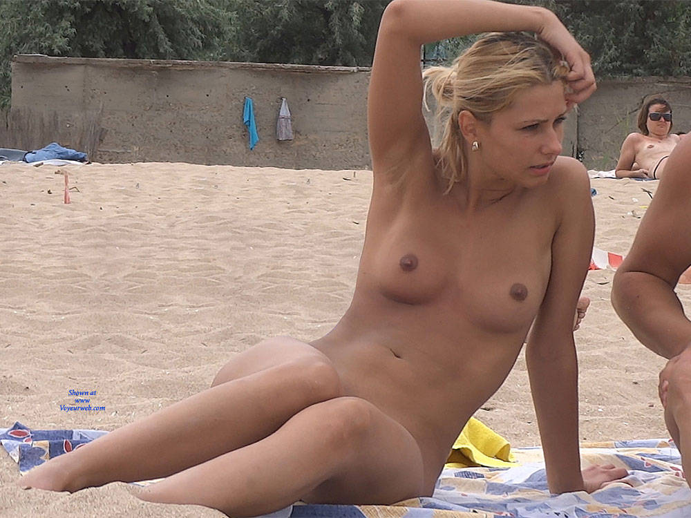 Pic #3 Nice Shapes - Nude Girls, Outdoors, Shaved, Firm Ass, Beach Voyeur, Beach