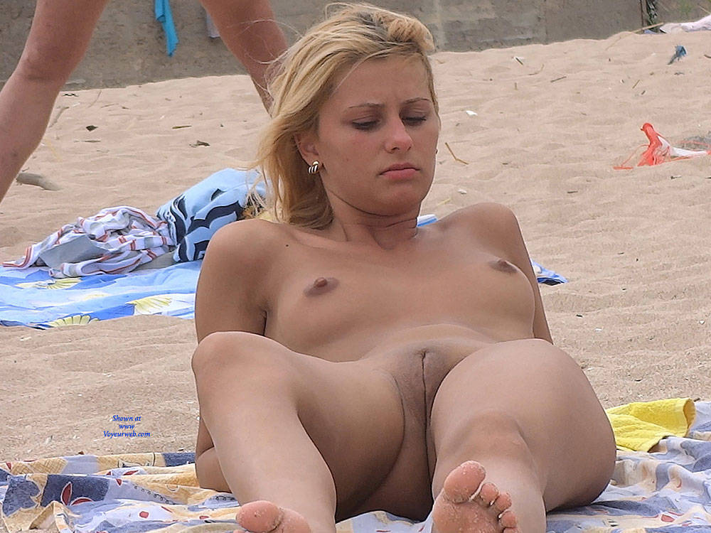 Pic #4 Nice Shapes - Nude Girls, Outdoors, Shaved, Firm Ass, Beach Voyeur, Beach