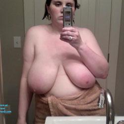 Bubs En La Casa - Big Tits, Brunette, Amateur