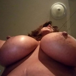 Bugs Big Boobs - Big Tits, Amateur, Tattoos