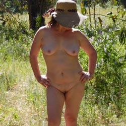 Linda Nude In The Forest - Nude Girls, Big Tits, Outdoors, Amateur