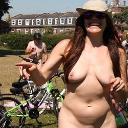 Curvy French Girl At WNBR 2017 - Nude Girls, Big Tits, Outdoors, European And/or Ethnic