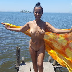 Banhando No Rio D'ouro - Brunette, Outdoors, Shaved, Nature, Amateur
