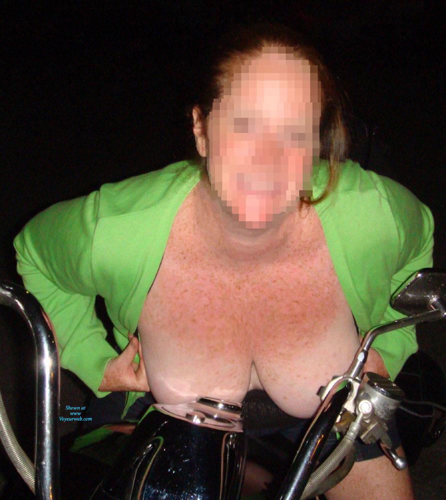 Pic #1 Free The Girls In Public - Brunette, Public Exhibitionist, Flashing, Outdoors, Public Place, Amateur