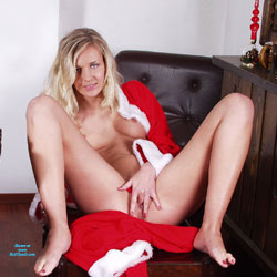 Christmans Gift II - Blonde, Shaved, Amateur