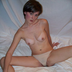 Amateur Hot 23yr Old College Student - Nude Girls, Brunette, Bush Or Hairy