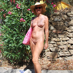 Souvenirs De Vacances - Nude Girls, Outdoors, Shaved, Amateur