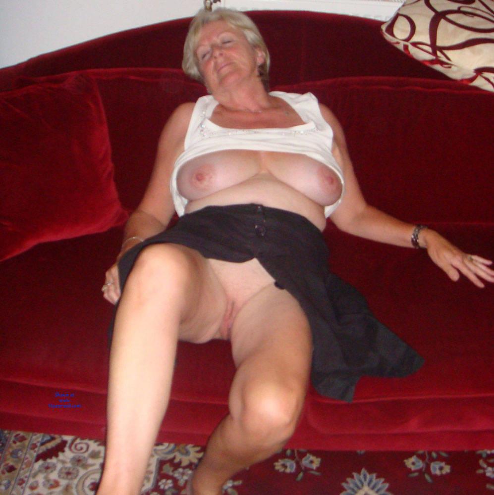 Pic #1 Upskirt Fun - Big Tits, Mature, Shaved, Amateur