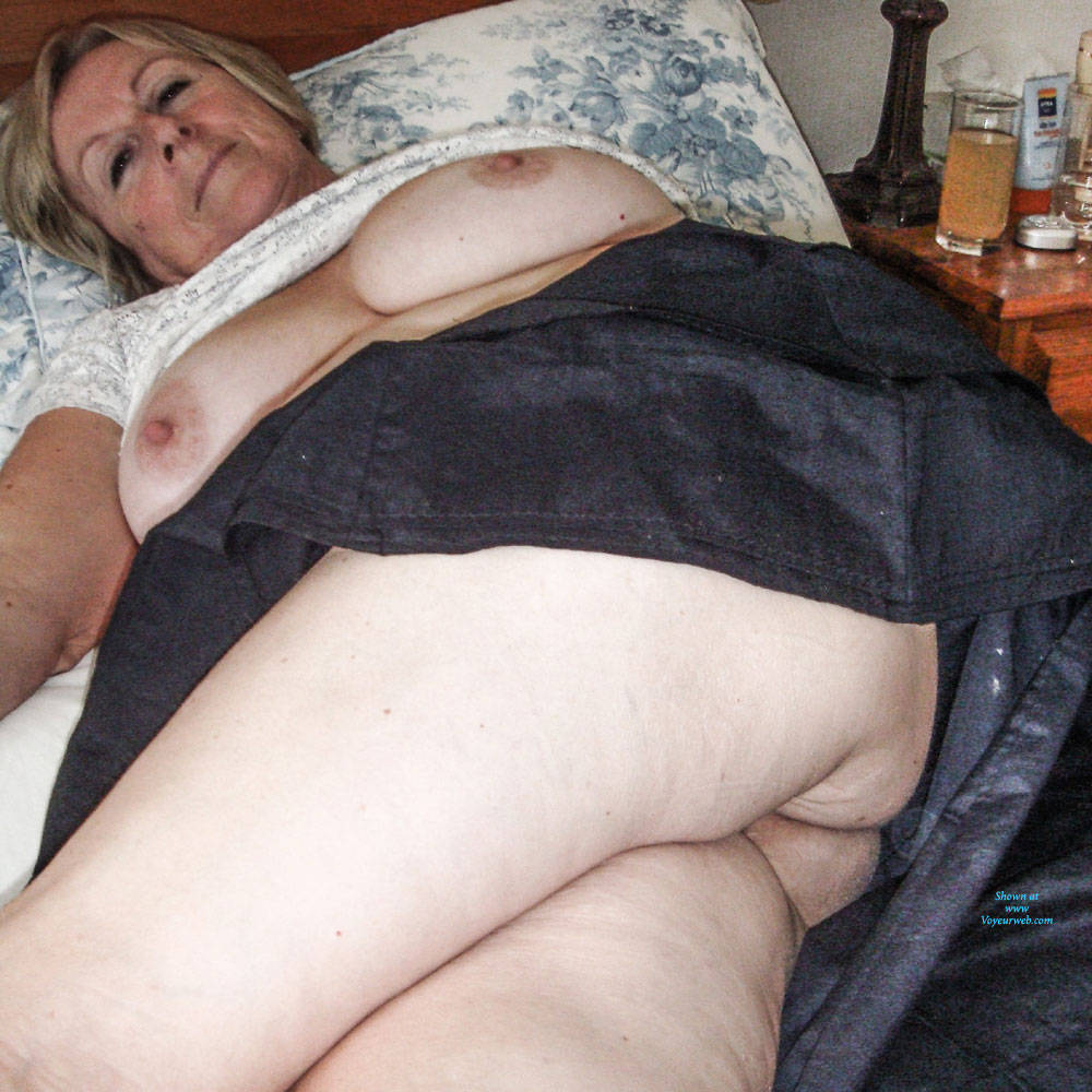 Pic #6 Upskirt Fun - Big Tits, Mature, Shaved, Amateur