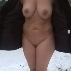 Braving The Cold - Big Tits, Outdoors, Amateur