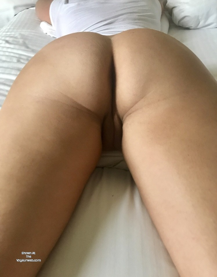 Pic #1 My wife's ass - Renee