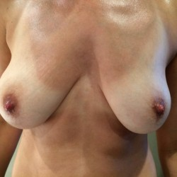 Medium tits of my girlfriend - Girlfriend