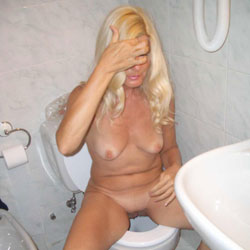 I Piss Indoor - Nude Amateurs, Blonde, Shaved
