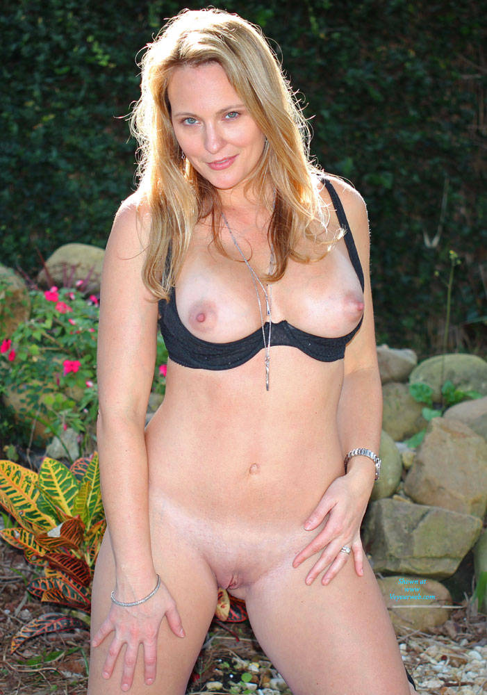 Pic #4 Just Me - Nude Girls, Big Tits, Blonde, Outdoors, Shaved, Amateur