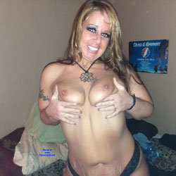 Boobs And Blades - Topless Girls, Big Tits, Amateur, Tattoos