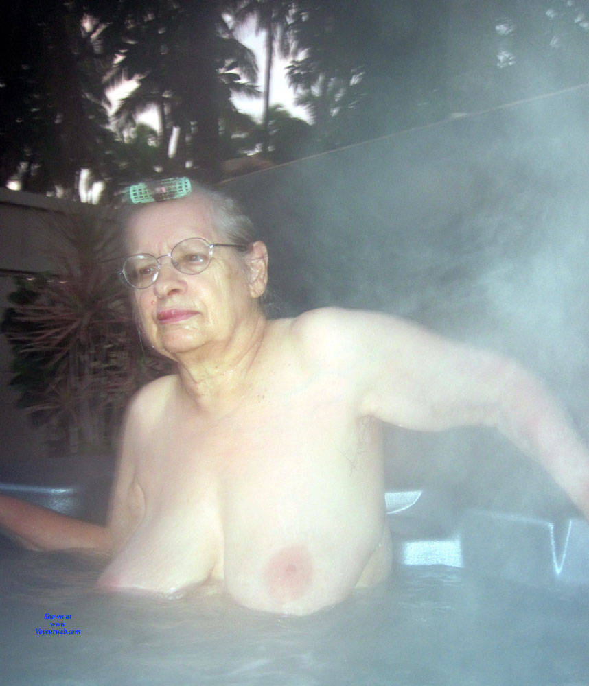 Pic #3 Maui - Big Tits, Mature, Amateur, Outdoors