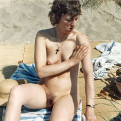 Work On The Beach - Nude Wives, Beach, Brunette, Outdoors, Bush Or Hairy, Amateur