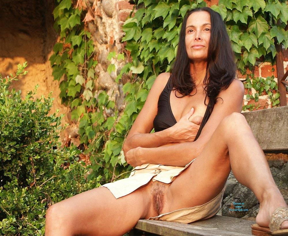Pic #4 Eva Reminder - Big Tits, Brunette, Outdoors, Amateur