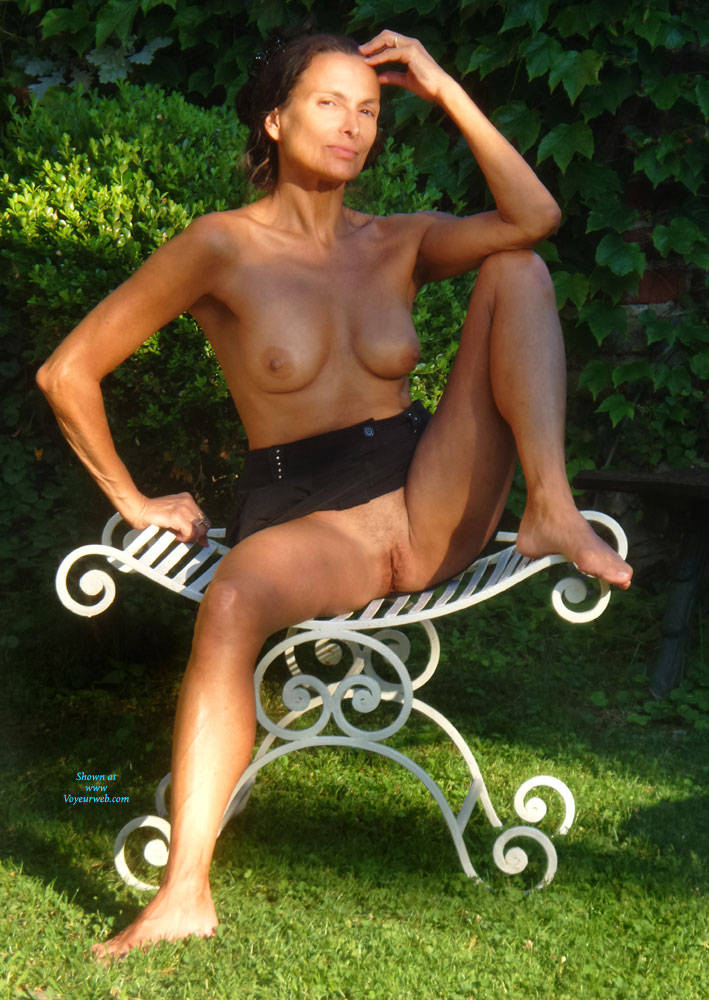 Pic #1 Eva Reminder - Big Tits, Brunette, Outdoors, Amateur