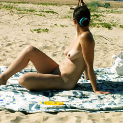 Woman At The Beach - Nude Girls, Beach, Big Tits, Brunette, Beach Voyeur