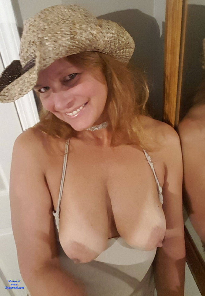 Pic #1 A Few Smiles - Big Tits, Shaved, Amateur