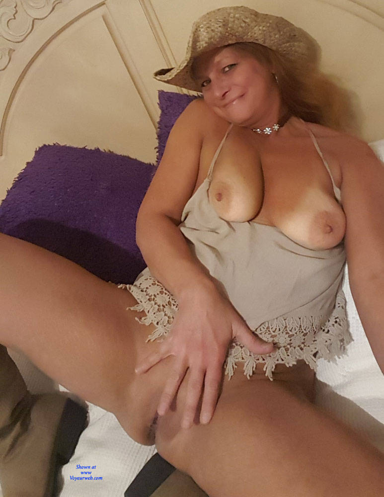 Pic #4 A Few Smiles - Big Tits, Shaved, Amateur